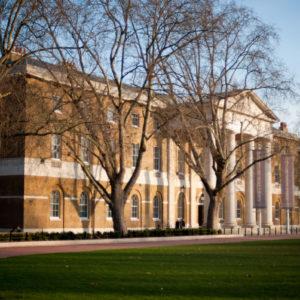 ロンドンの現代アート美術館のメッカ、サーチギャラリーで展示会に参加します。
